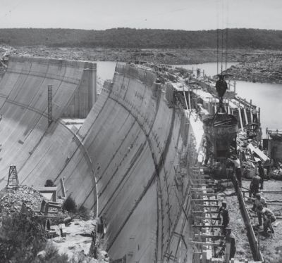 historical photo of Woronora Dam construction